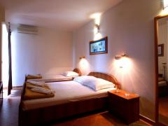 Apartments and Rooms Teona
