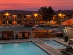 Bend Three Sisters Inn and Suites