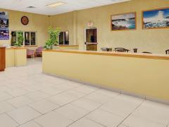 Days Inn & Suites Niagara Falls/Buffalo