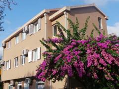 El Mar Apartments