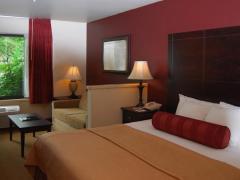 Oxford Suites Portland - Jantzen Beach