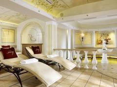 Small Luxury & Spa Hotel Savoy