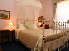The Lodge on Elizabeth Bed & Breakfast