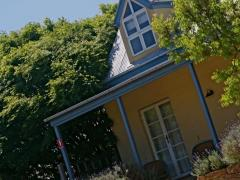 Vineyard Cottages & Cafe